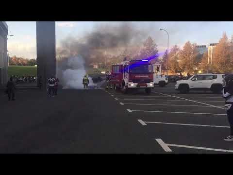 Una moto termina incendiada en una concentración