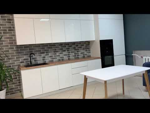 Кухня на заказ. Встроенная духовка и микроволновка. Встроенный холодильник. Кухня без ручек. Кухня