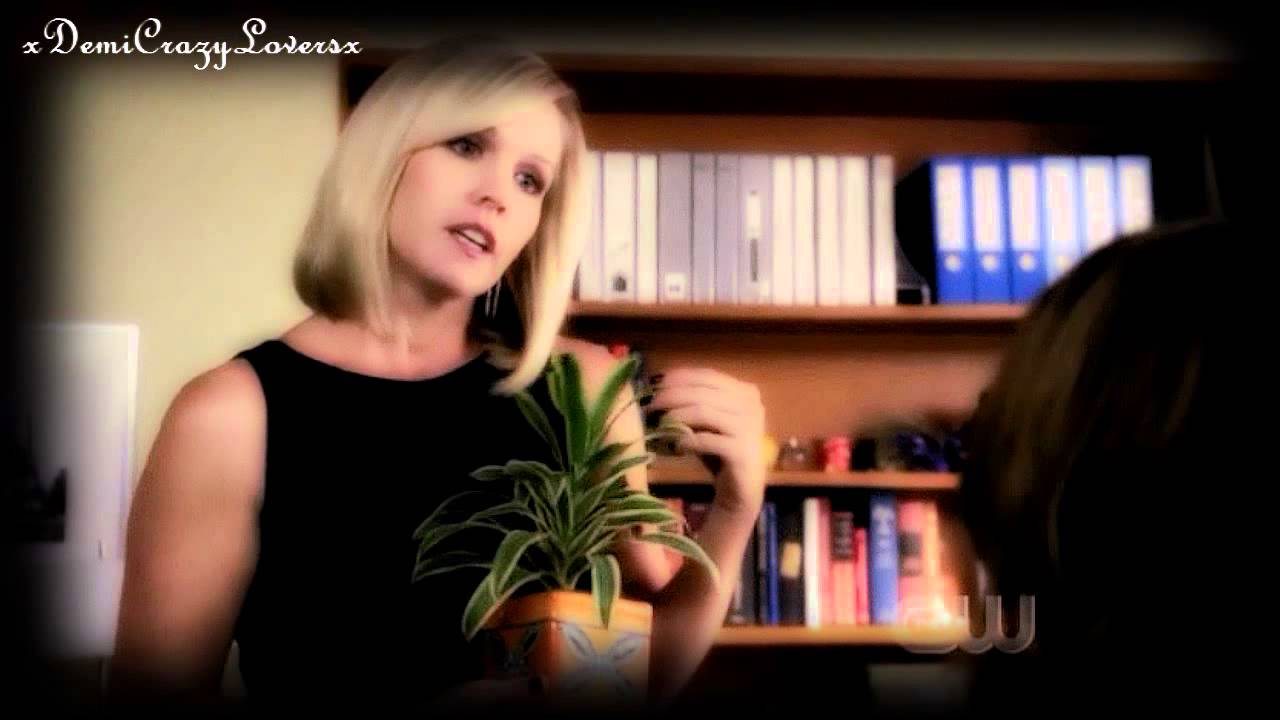 Download Jennie Garth as Kelly in 90210! (Season 1)