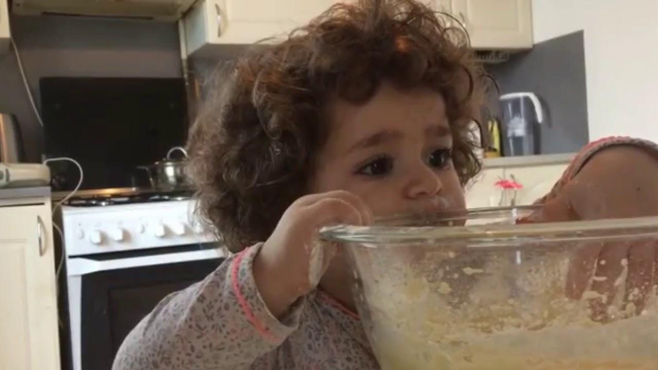 Aksi Lucu Baby Lusin Dan Sebuah Coklat Lulu Moon Is Mine Youtube