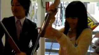 店内の風景です。グラビアアイドルの浜田由梨ちゃんにプレイしてもらい...