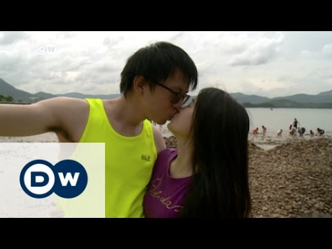 Kissing culture in Hong Kong | DW News