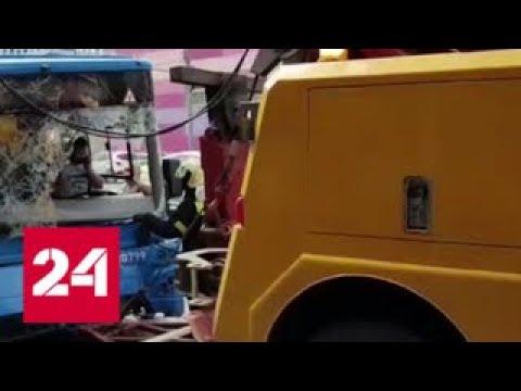 В Москве автобус на скорости врезался в столб - Россия 24