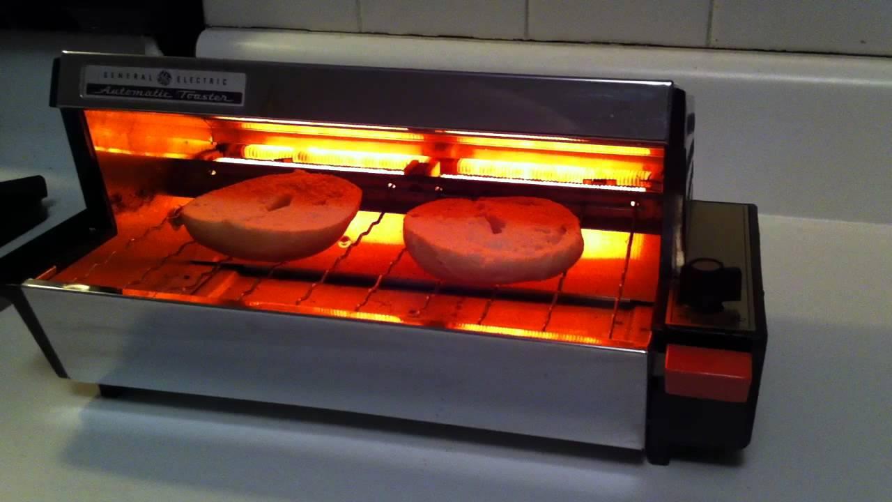 vintage ge automatic toaster making mini bagel youtube. Black Bedroom Furniture Sets. Home Design Ideas