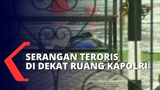 Download Tim Gegana Acungkan Jempol Usai Gunting Tali di Sekitar Jenazah Teroris Mabes Polri
