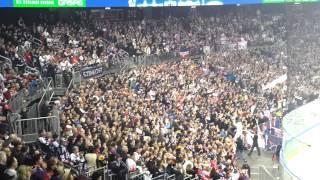 Auch Berlin schweigt für die verunglückten Fans