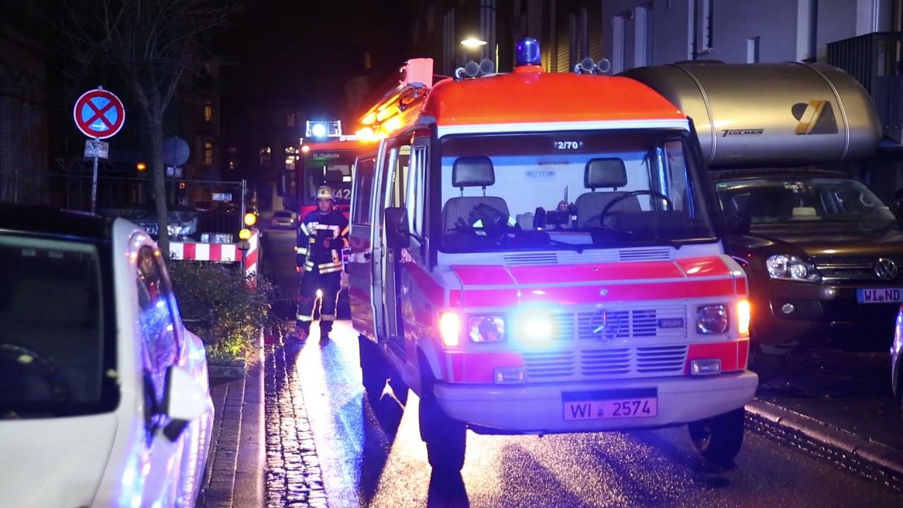 Wohnhaus wegen beißendem Geruch geräumt – Zweistündiger Einsatz von Feuerwehr und Rettungsdienst