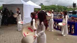 """Múa nón dancing"" in Vietnamese Open Festival 2013"
