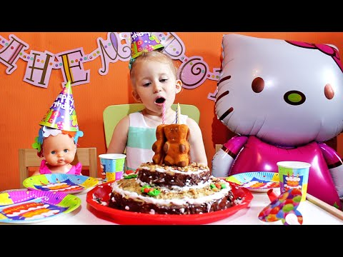 ★ Sonja duva svećice i jede Rodjendansku Tortu / Najmladji srpski bloger puni 3 godine