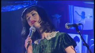 "Kimbra solo ""Plain Gold Ring"