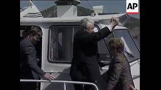 Ельцин пропустил жену
