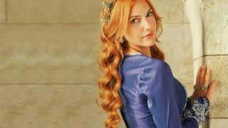 السلطانة هيام تركع أمام السلطان سليمان امام الجمهور