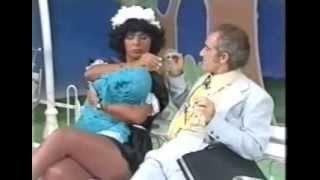 [Os Trapalhões Melhores Momentos] Didi fica na expectativa da babá dá leite pro bebê