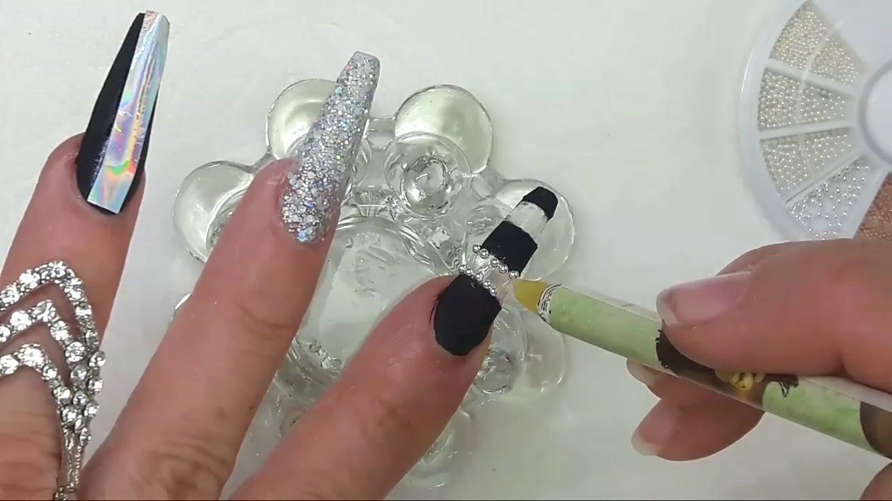 Uñas Acrílicas Difuminadas Negro Y Plata Con Técnica De Navaja Swarovski