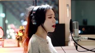 udah cantik suaranya indah lagi nyayi lagu Titanium + Alone