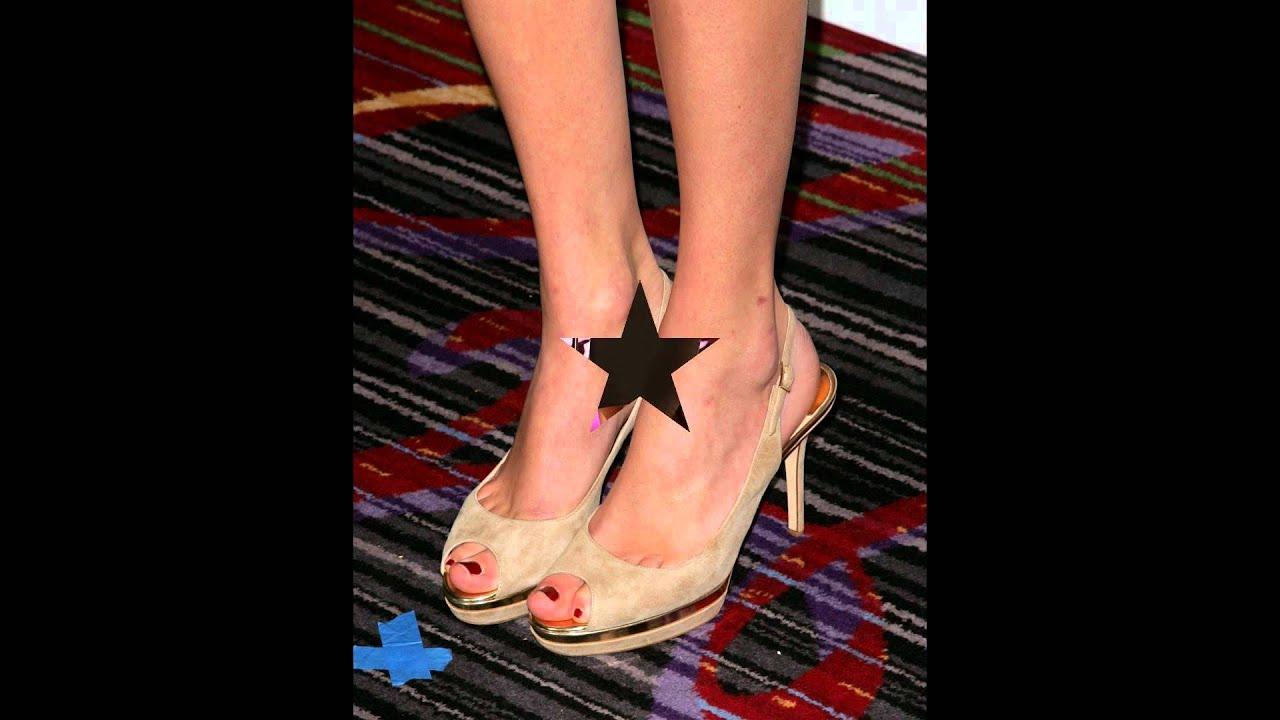 Taylor Swift' Romantic Feet