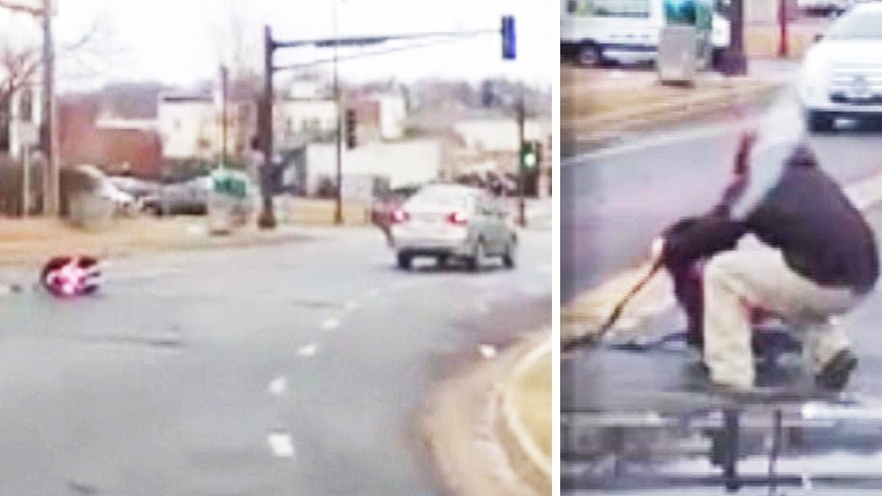 coche atropella a moto en silla