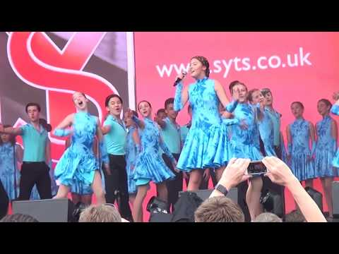 Sylvia Young Theatre School at West End Live 2017 06 23 (161451)