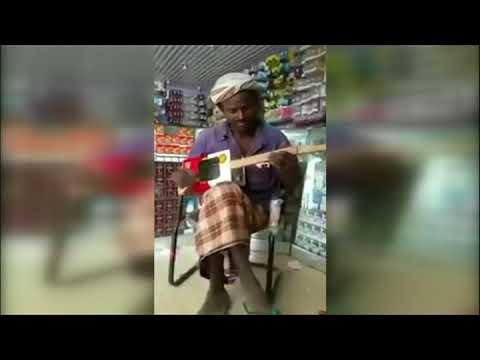 بي_بي_سي_ترندينغ: انتشار فيديو ليمني يعزف على آلة وترية من صنعه  - نشر قبل 18 دقيقة