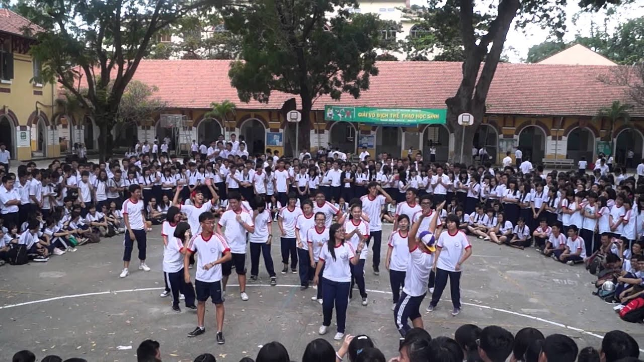 10A12 Flash Mob at Marie Curie High School - YouTube