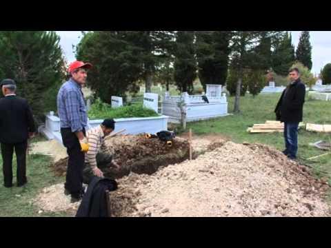 Aşkına karşılık vermeyen kadını mezarlıkta dua ederken öldürdü