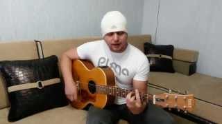 Русский парень поет на чеченском языке.