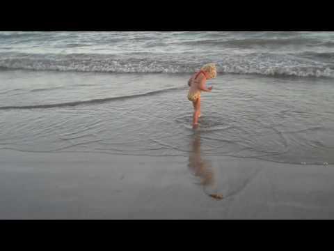 Pamela Anderson in de dop.MP4 thumbnail