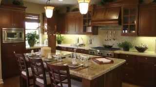 видео Классический бежево-коричневый интерьер квартиры – гостиная, столовая, кухня