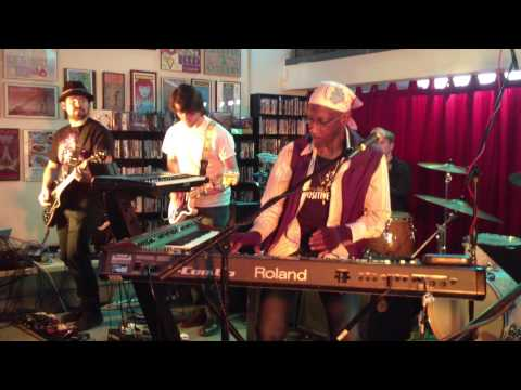 Bernie Worrell live with Blackbyrd McKnight at Fingerprints Records in Long Beach 2013 - 1 of 2