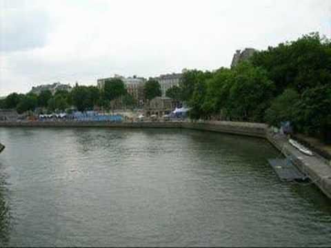 Paris có gì lạ không em