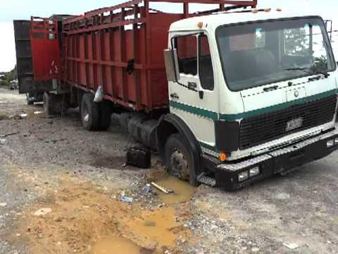 La Ceiba Honduras Truck Atascado 16102011 Youtube