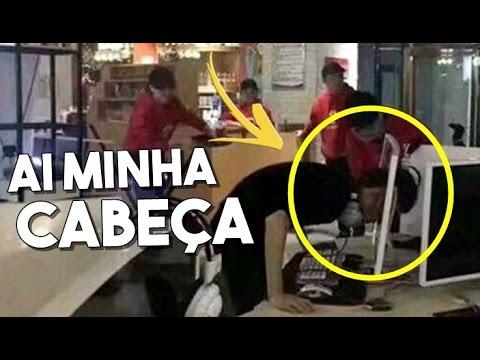 HOMEM ENFIA A CABEÇA NO MONITOR DE RAIVA COM JOGO