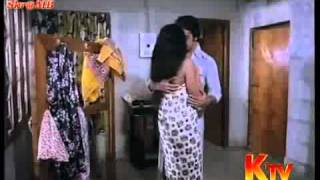 Repeat youtube video Sridevi Bathing And Hot With Kamala Hasan...-knshare.com