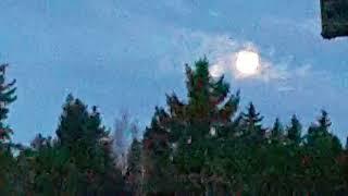 Преображение Луны. Вернее, двух Лун, в небе над Петрозаводском. 28 апреля 2018.