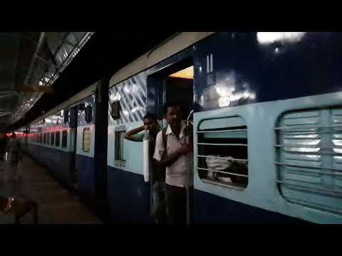 Pune Railway Station [ARRIVAL OF LATUR EXPRESS : 4:00 AM]