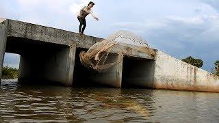 Khmer Girl Fishing At Siem Reap Cambodia -Khmer Fishing At Siem Reap Cambodia