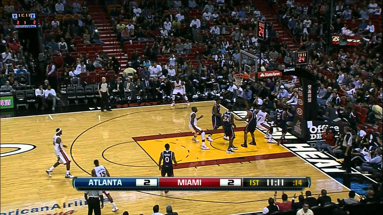 Chris Bosh dunks on everyone!