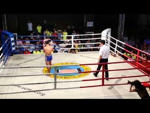 藍方SAM-A GAIYANGHADAO (泰國) vs 紅方 ANDREW DOYLE (愛爾蘭)