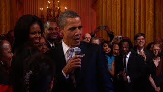 "President Obama Sings ""Sweet Home Chicago"""