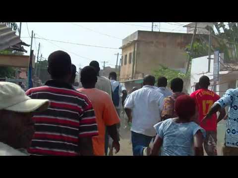 Jean-Pierre Fabre échappe de peu aux tirs de gaz - Lomé 17 Mars 2011