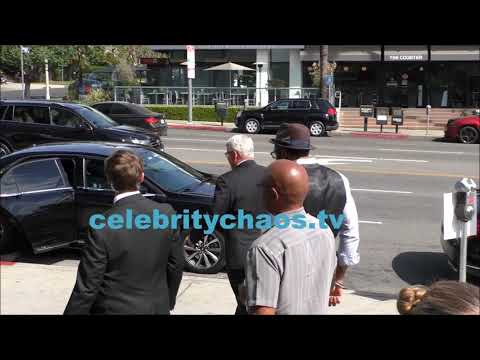 Actor Cress Williams uses the i'm late for a flight excuse to stiff autograph seekers