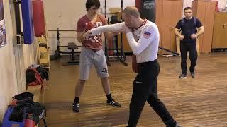 Бокс: правый прямой удар для начинающих (English subs)