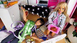 Świąt nie będzie???!!!  Święta u Barbie  Kalendarz adwentowy i kurczak  Bajka po polsku z lalkami