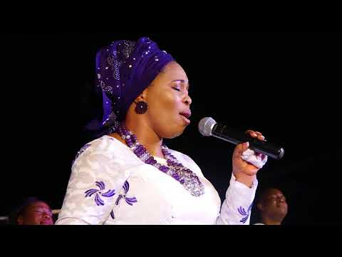 GLORIOUS EXIT OF TOPE ALABI'S MUM. Music ministers joined Tope Alabi to celebrate her.