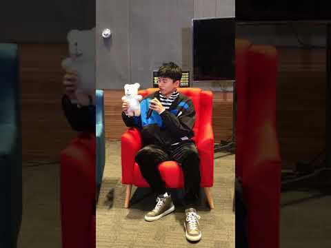 """張杰 Zhang Jie (Jason Zhang) 隨身攜帶老婆 謝娜 手工縫製小熊 甜蜜評價""""嗯 很香"""""""