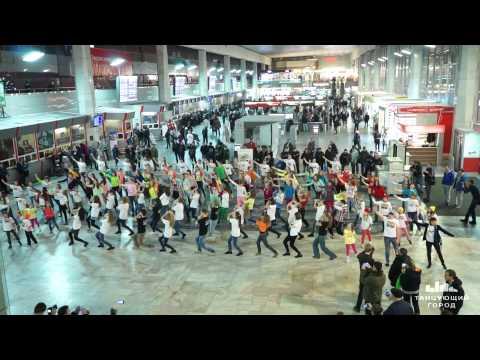Нереально крутой Танцевальный флешмоб основанный на жестовом языке на Курском вокзале