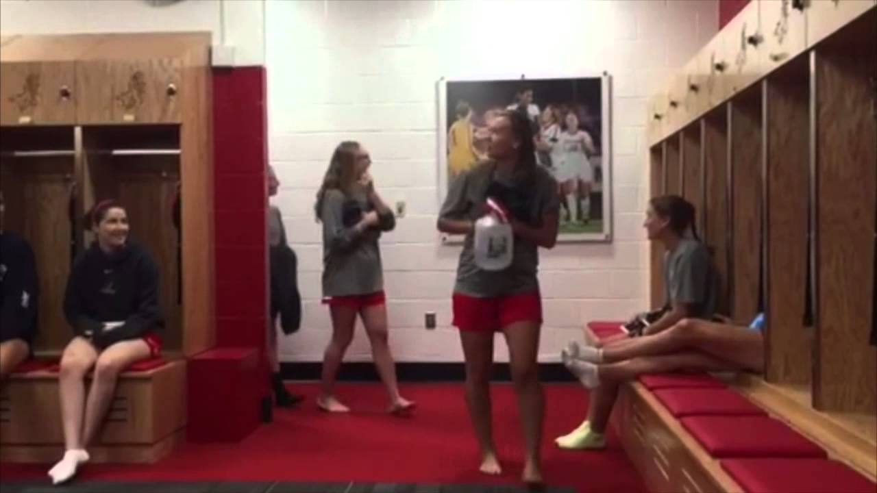 Women\'s Soccer Unveils Their New Locker Room - YouTube
