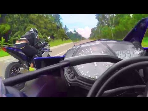 Yamaha YZF R3 running at Top speed