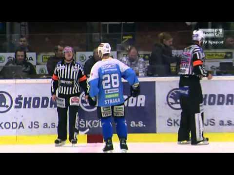 Nicholas St.Pierre (HC Škoda Plzeň) vs. Jan Svrček (Kometa Brno)