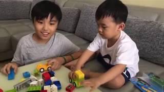Ưng Hoàng Phúc mua đồ chơi cho hai con trai thân yêu nhưng lại loay hoay không biết cách lắp ráp